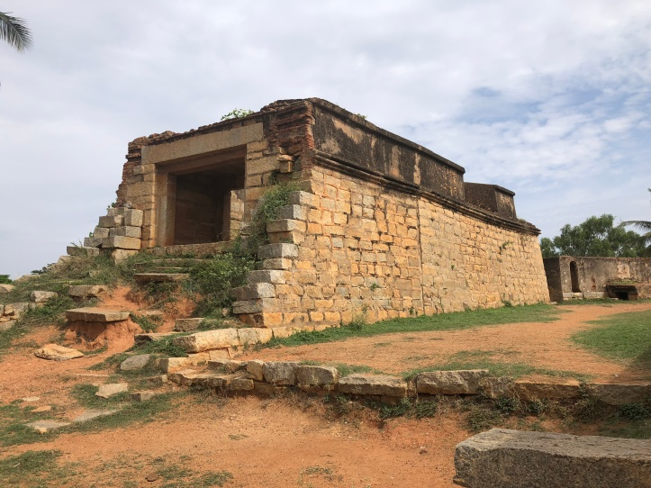 Ramparts of the fort4.JPG